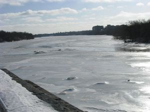 Frozen-Mississippi-River