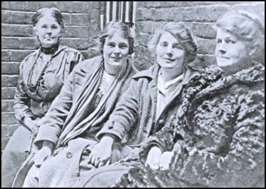 Police warder, Hettie, Winnie and their mother Alice after their arrest
