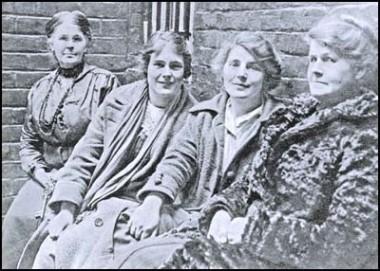 Police warder, Hettie, Winnie and their mother Alice after their arrest
