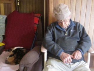 Dad and the old tan cat having a nap after lunch