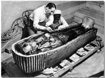 Howard Carter and the tomb in 1923