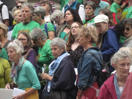 (Choir) singers in the green t-shirts